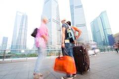 Amis se déplaçant à Changhaï Photographie stock libre de droits