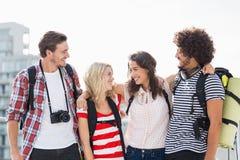 Amis souriant sur la terrasse Photo libre de droits