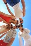 Amis sous le ciel Image libre de droits