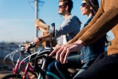 Amis sur des bicyclettes Photo stock