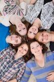 Amis sur l'étage Photos libres de droits