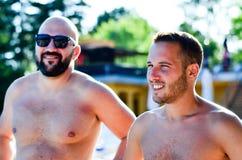 Amis sur la piscine Image stock