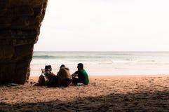 Amis sur la plage Image libre de droits