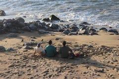Amis sur la plage photos libres de droits