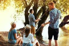 Amis sur le camping Photos stock