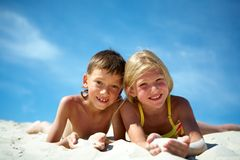Amis sur le sable Photographie stock