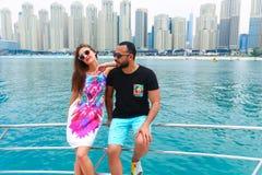 Amis sur le yacht - Dubaï Photographie stock libre de droits