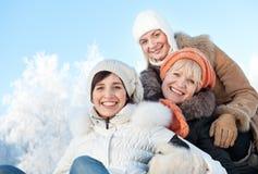 Amis sur un fond de l'hiver Photos libres de droits