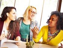 Amis Team Brainstorming Community Concept de diversité Photos libres de droits