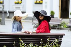 Amis tournés à l'étranger mignon de photographie Photo libre de droits