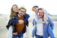 Amis voyageant ensemble Photos libres de droits
