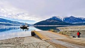 Amis wating pour le ferry-boat Images libres de droits
