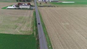 Amische Hochzeit in einem amischen Bauernhof gefangen genommen durch ein Brummen stock video