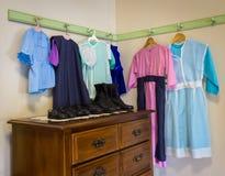 Amische Kleidung und Schuhe Lizenzfreie Stockfotos