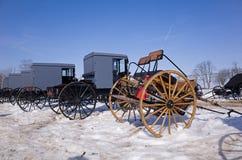 Amish barnvagnar och vagnar Arkivbild