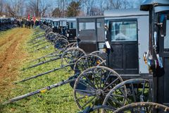 Amish barnvagnar på gyttja Sale Royaltyfri Fotografi