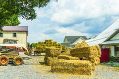 Free Amish Country Farm Barn Field Agriculture In Lancaster, PA US Stock Photo - 164777490