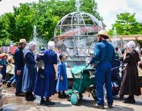 Amish em Columbus Zoo - o Columbo, Ohio imagem de stock royalty free