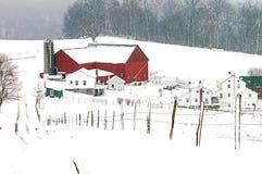 Amish farma w Wiejskim Ohio pobliskim uroku i stajnia zdjęcia stock