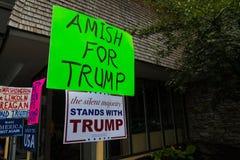 Amish per il segno casalingo di Trump Fotografia Stock Libera da Diritti