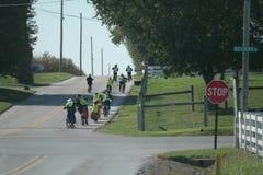 Amish ucznie Iść Do domu Od szkoły Fotografia Royalty Free