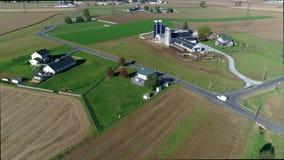 Amish una casa de la escuela del sitio según lo visto por un abejón almacen de video