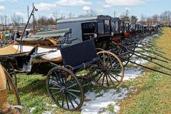 Amish vagnar som är till salu på auktion Arkivbilder