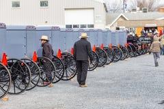 Amish ZCheck barnvagnar för Sale Arkivbild