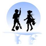 Amistad de los niños Muchacho y muchacha en el jardín Imagen de archivo libre de regalías
