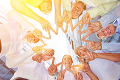 Amistad y solidaridad con las manos que forman la estrella Imagen de archivo