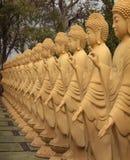 Amitabha Buddhastatyer i den buddistiska templet, Brasilien Arkivbilder