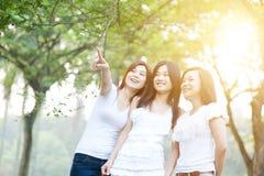 Amitié asiatique de femelles Photographie stock