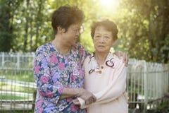 Amitié asiatique de femmes agées Image stock
