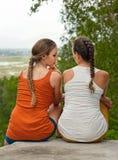 Amitié, bonheur et concept de personnes - deux filles extérieures Image libre de droits