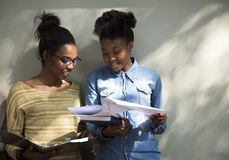 Amitié de femmes communiquant discutant le concept Image libre de droits