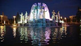 Amitié de fontaine des personnes à Moscou banque de vidéos