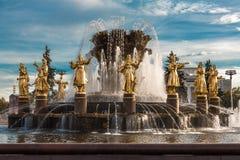 Amitié de fontaine des personnes à Moscou Photographie stock