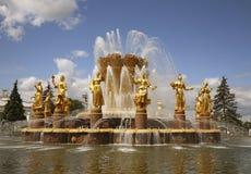 Amitié de fontaine des personnes à Moscou. Russie Photographie stock