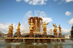 Amitié de fontaine des personnes dans VDNKH, Moscou Photographie stock libre de droits