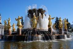 Amitié de fontaine des personnes Vue de parc de VDNH à Moscou Image stock