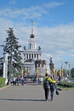 Amitié de fontaine des personnes Vue de parc de VDNH à Moscou Photographie stock libre de droits