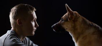 Amitié de l'homme et de chien Images libres de droits