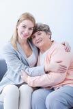 Amitié entre la grand-mère et la petite-fille Photos stock