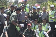 Amitié entre la police et l'armée dans la ville soloe, Java-Centrale Image libre de droits