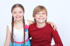 Amitié entre le garçon et la fille Photographie stock libre de droits