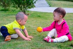 Amitié entre les enfants Photos libres de droits