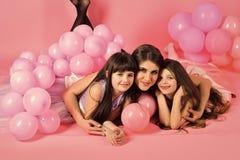 Amitié femelle Belles filles d'anniversaire avec la maman Photo libre de droits