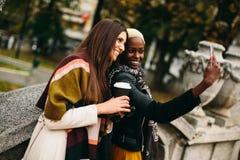 Amitié multiraciale Images libres de droits
