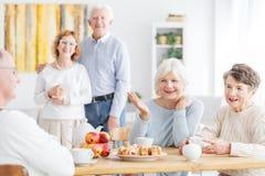 Amitié supérieure et retraite heureuse Images libres de droits