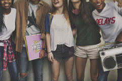 A amizade do lugar frequentado dos adolescentes aprecia o conceito da unidade fotografia de stock royalty free